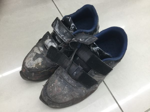 使用済みの安全靴 シモン NS818
